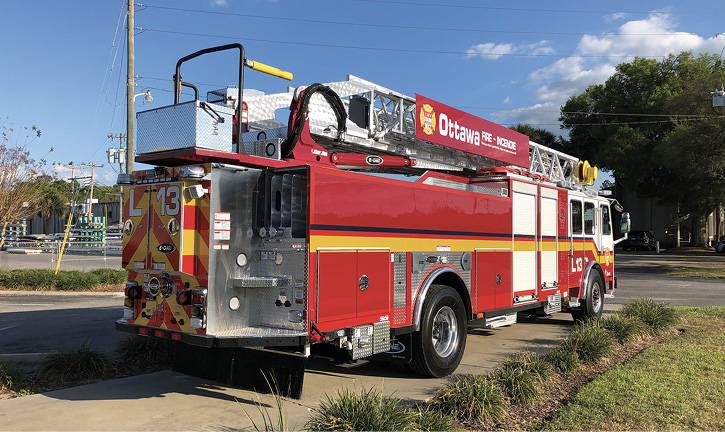 E-ONE built this aerial ladder for Ottawa (Canada) Fire Rescue with a SideStacker™ hosebed