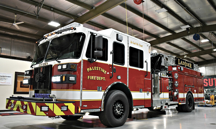 Sutphen Corp. built this 75-foot SL75 aerial ladder quint for the Palestine (TX) Fire Department with a 2,000-gpm Qmax single-stage pump, a 480-gallon water tank, a 20-gallon foam tank, and a Hale Smart Foam 2.1A foam system.